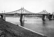 И мост покрашен, и деньги целы