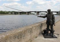 Бронзовый рыбак с удочкой и без