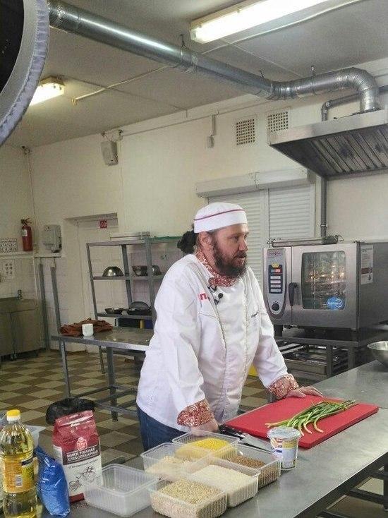 Бренд-повар научил студентов приготовлению тверских блюд