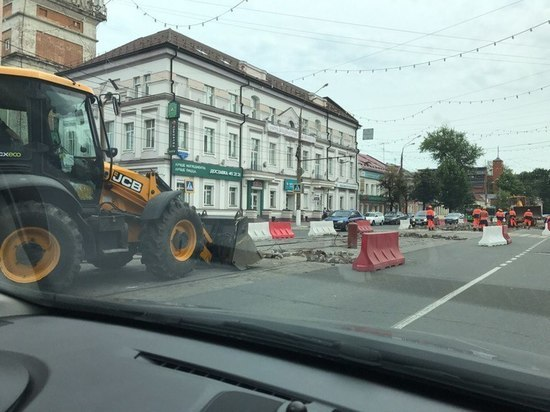 На улице Советской в Твери начали разбирать трамвайные пути