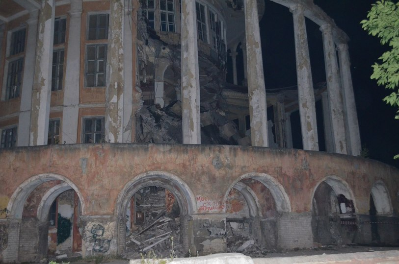 ВТвери ночью обрушилось здание речного вокзала