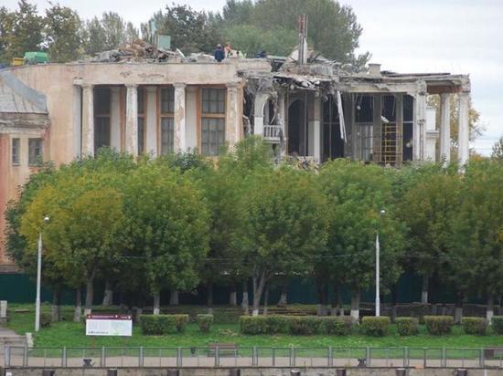 На здании Речного вокзала в Твери полностью разобрали бельведер