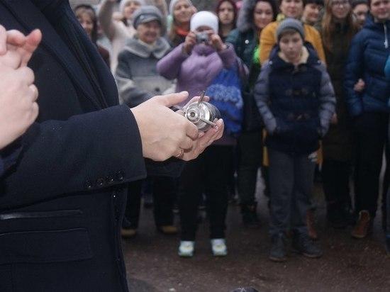 В Редкино Тверской области вскрыли капсулу с посланием предков