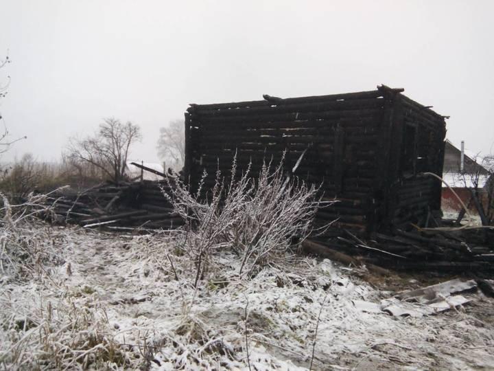В Тверской области на пожаре погибли два человека, одного удалось спасти