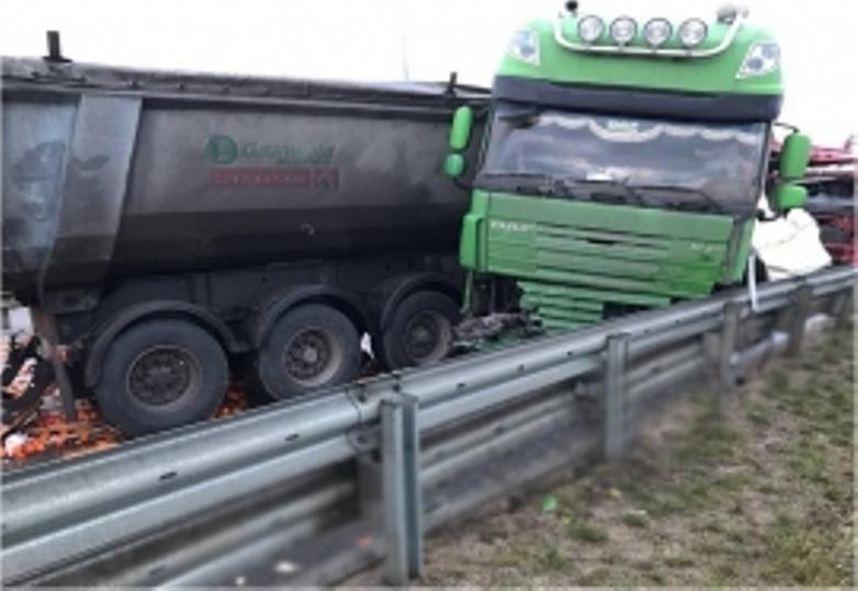 ВТверской области натрассе М-11 фура задавила собственного водителя
