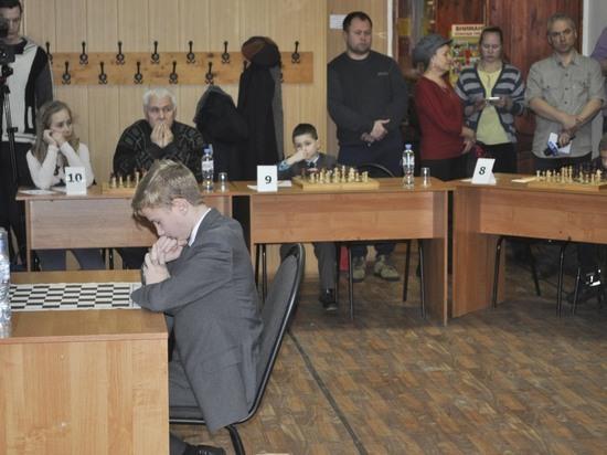 В Твери 14-летний шахматист обыграл соперников вслепую