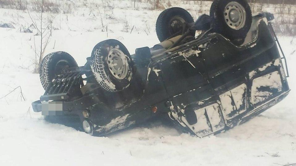 В Тверской области опрокинулся автомобиль с пенсионеркой