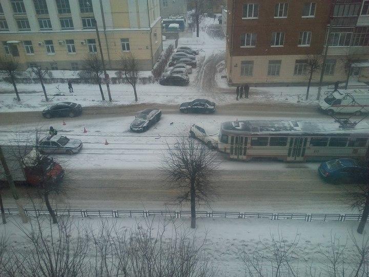 ВТвери произошла авария сучастием трамвая итрёх машин