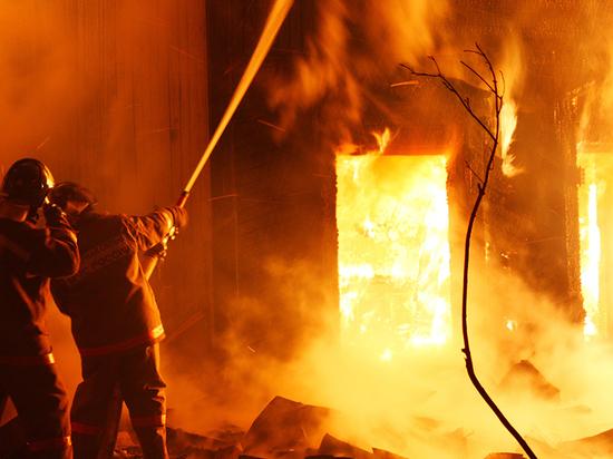 Один человек погиб и один обгорел при пожаре в Тверской области