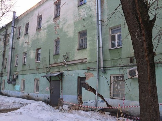 Вцентре Твери обрушилась стена жилого дома