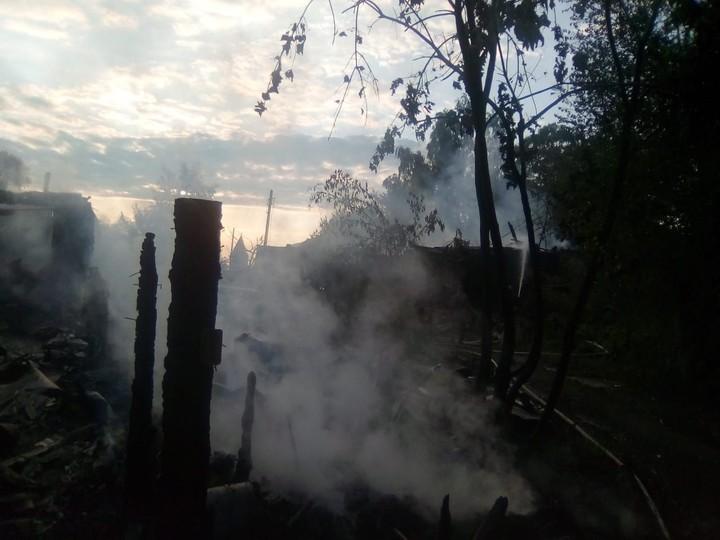 Пожар вжилом доме вОсташкове тушили силами четырех пожарных частей