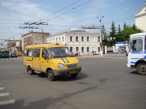 В четверг, 23 сентября, вокруг администрации Твери можно было увидеть десятки маршрутных такси.