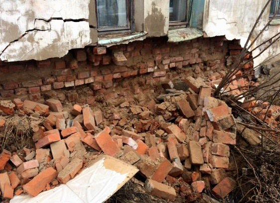 ВТверской области обрушилась часть стены жилого дома